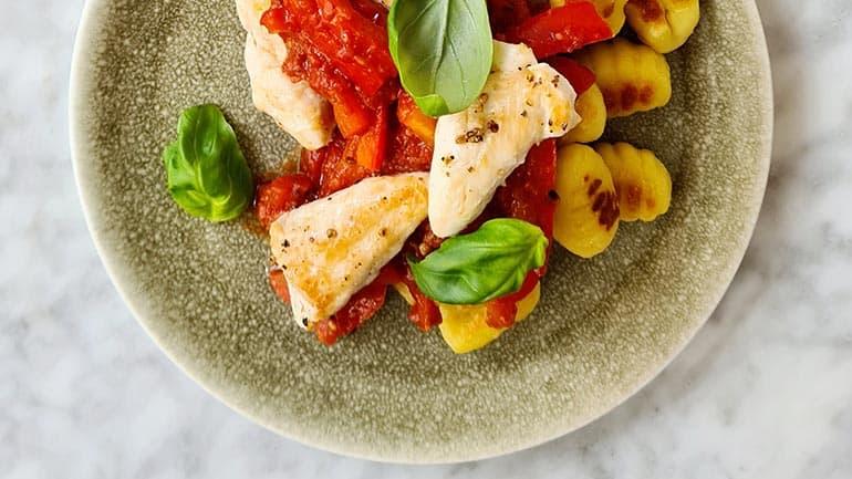 Gnocchi met paprika tomatensaus