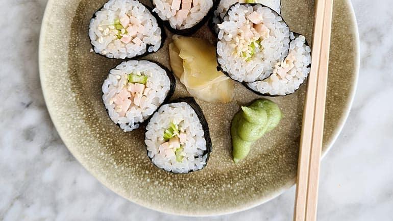 Sushi met gerookte kip