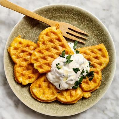 Chaffle wafel met kaas en ei