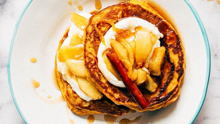 Pannenkoekjes met slagroom en fruit