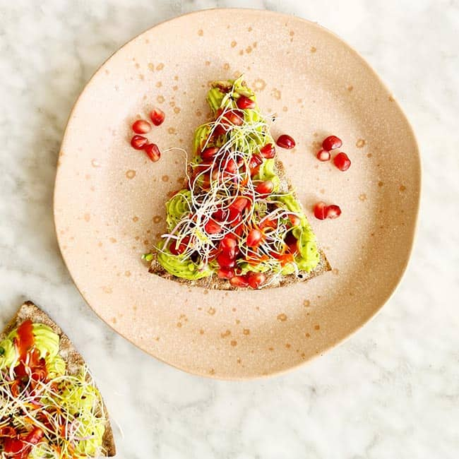 Avocadomousse met pesto toast maken