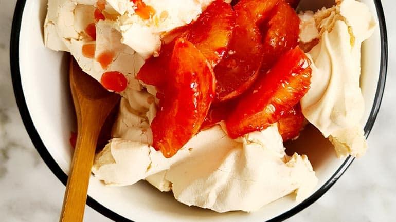 Pavlova met bloedsinaasappel