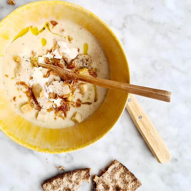 Vegan soep van knolselderij en Blue Band kookroom