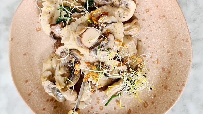 pasta met vegan champignonroomsaus recept