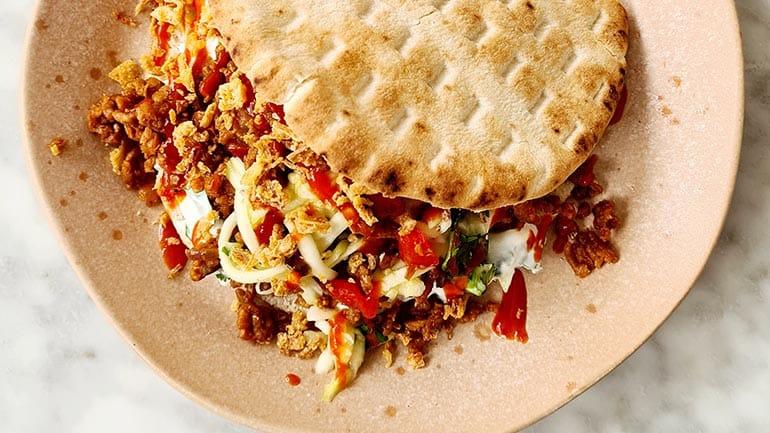 Pita met curry-gehakt