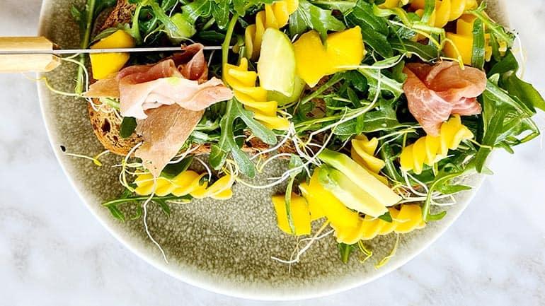 Lente maaltijdsalade met pasta