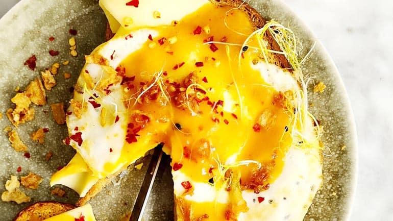 Toast kaas ei en saus van ananas