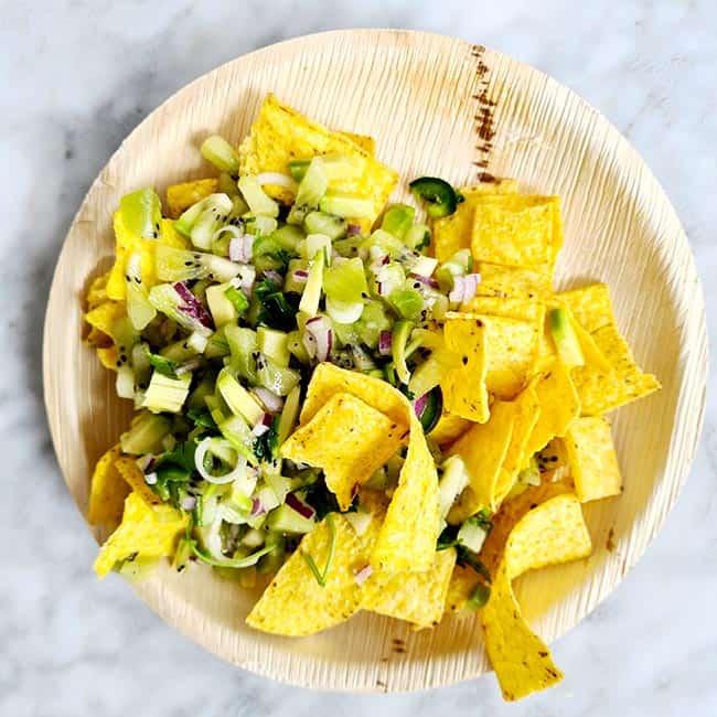 Salsa van kiwi rode ui en avocado
