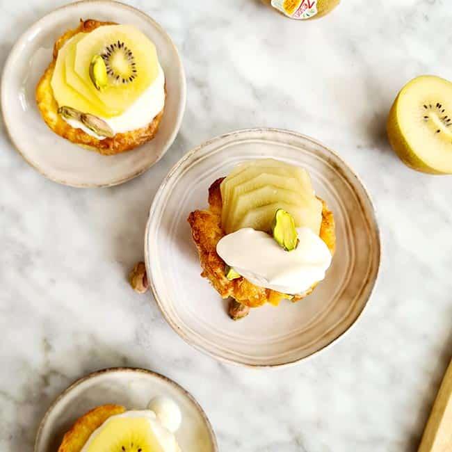Ontbijtmuffin met joghurt en kiwi