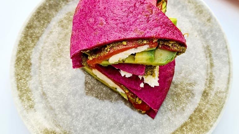 Wrap avocado, mozzarella en pesto